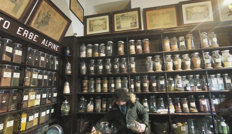 【イタリア】トリノの老舗エルボリステリアでハーブティーをブレンド